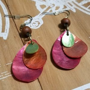 Jewelry - Lovely natural shell layered dangly earrings